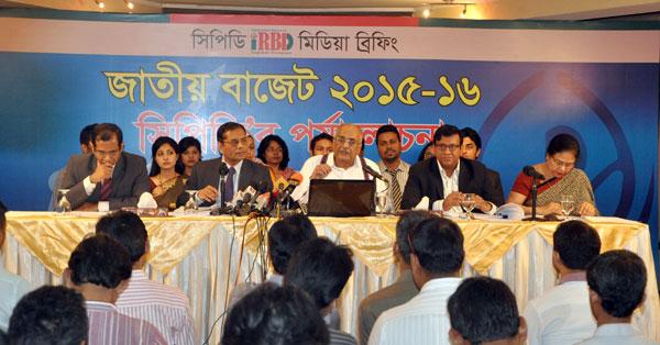 (left) Khondaker Golam Moazzem, Mustafizur Rahman, Debapriya Bhattacharya, Towfiqul Islam Khan and Anisatul Fatema Yousuf